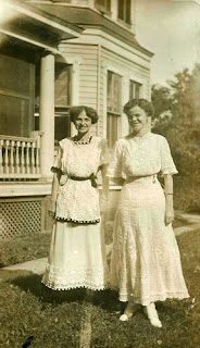 Womens Fashions of the Early 1900s An Unabridged