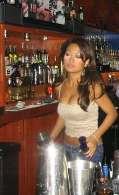 Bartenders Girl Who Will Make You Feel At Home Unieke Info