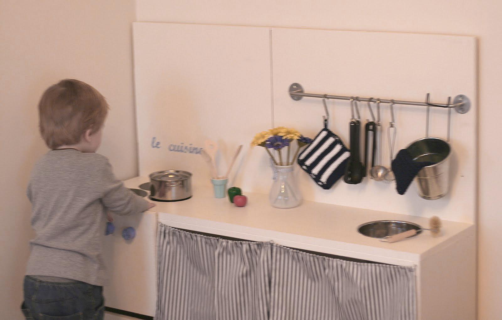 Lekekjøkken hjemmelaget – Vi bor i samme hus!