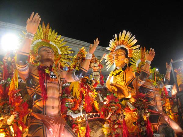 mini jardins orientais:MITO + GRAPHOS: Brasil de todos os deuses e todos os sambas!
