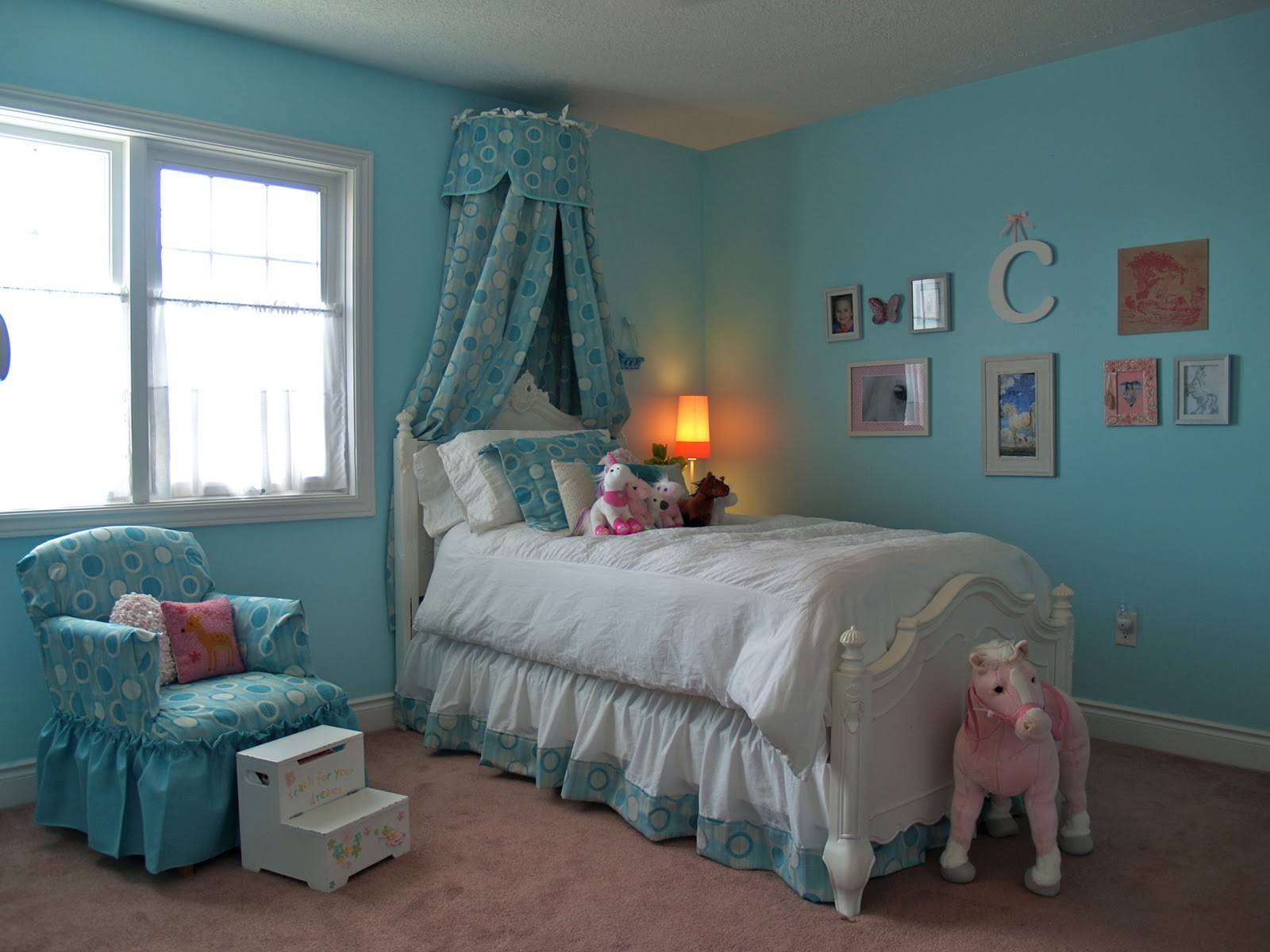 10 rooms coco 39 s room turquoise and pink and horse love - Turquoise and pink bedroom ...