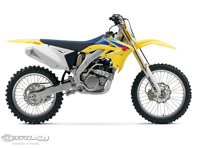 The 2009 RM-Z250 also hosts the same visual upgrades except for the shrouds which are all yellow this year. Bad news for the 2-stoke lovers, Suzuki has officially stopped importing any full-size smokers with the exclusion of the RM250 for '09. The big-wheeled RM85L has also been dropped, leaving only the RM85.<br /><br />Kids do have other options, however, with the DR-Z125(L) and DR-Z70.