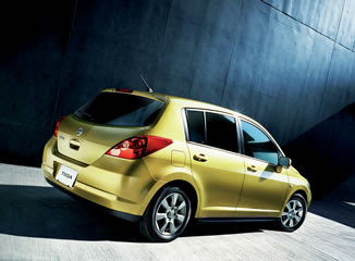 New Nissan Tiida 2009 2010 Reviews and Specification