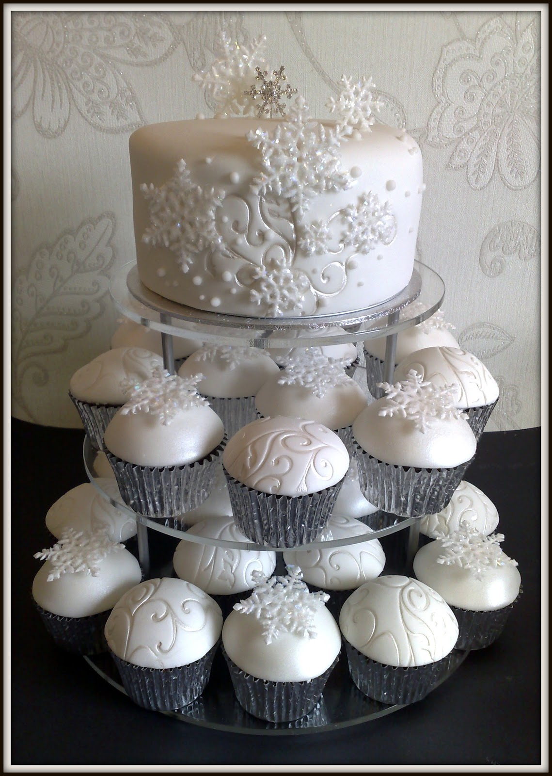small things iced leigh josephines winter wedding cake. Black Bedroom Furniture Sets. Home Design Ideas