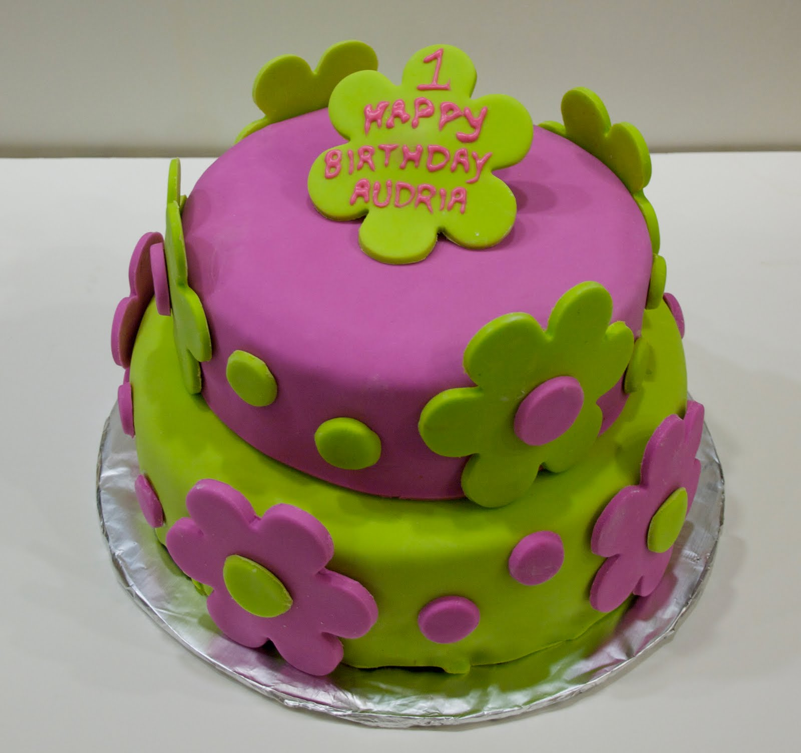 Cute Cake Designs Easy : Kate s Cakes: Spring Girl s 1st Birthday Cake
