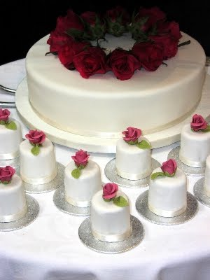 Picture of Roses Mini Wedding Cakes by Centrepiece Cake Designs