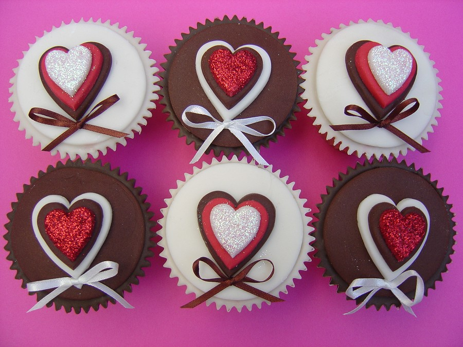 White and brown cupcakes ach cupcake has a heart in three layers of