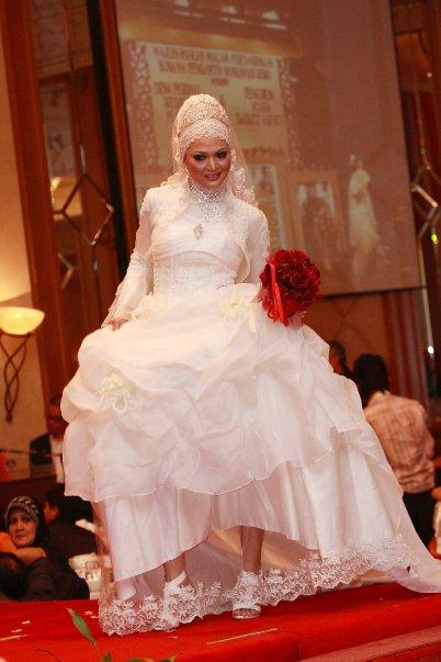 pertandingan busana pengantin