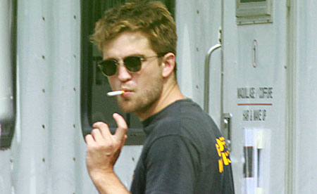 robert pattinson and kristen stewart smoking together. kristen stewart smoking