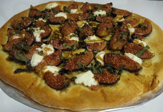 Veggie Obsession: Fig, Basil and Goat Cheese Pizza