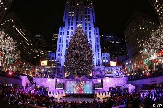 http://3.bp.blogspot.com/_np7gbOhkOV8/TPnS-qpR8LI/AAAAAAAAEjw/3H8NGIk9gvg/s1600/rockefeller-center-christmas-tree_6648.jpg