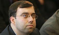 کاوه اشتهاردی، مدیر عامل 29 ساله موسسه مطبوعاتی ایران وعامل مهرداد بذر پاش، یکی از عناصرسرکوب مردم