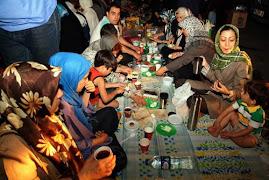 خانواده های اسرای دریند، روزه اول ماه رمضان خود را کنار دیوارهای زندان اوین و در فراق عزیزانشان افط