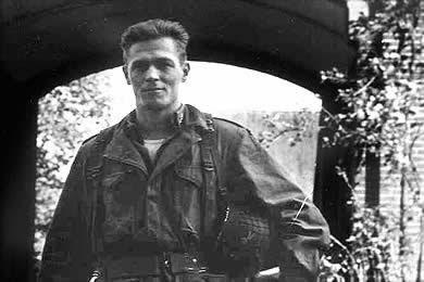 Dick+Winters+November+1944.jpg