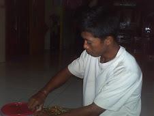 adikku sekarang belajar di surabaya