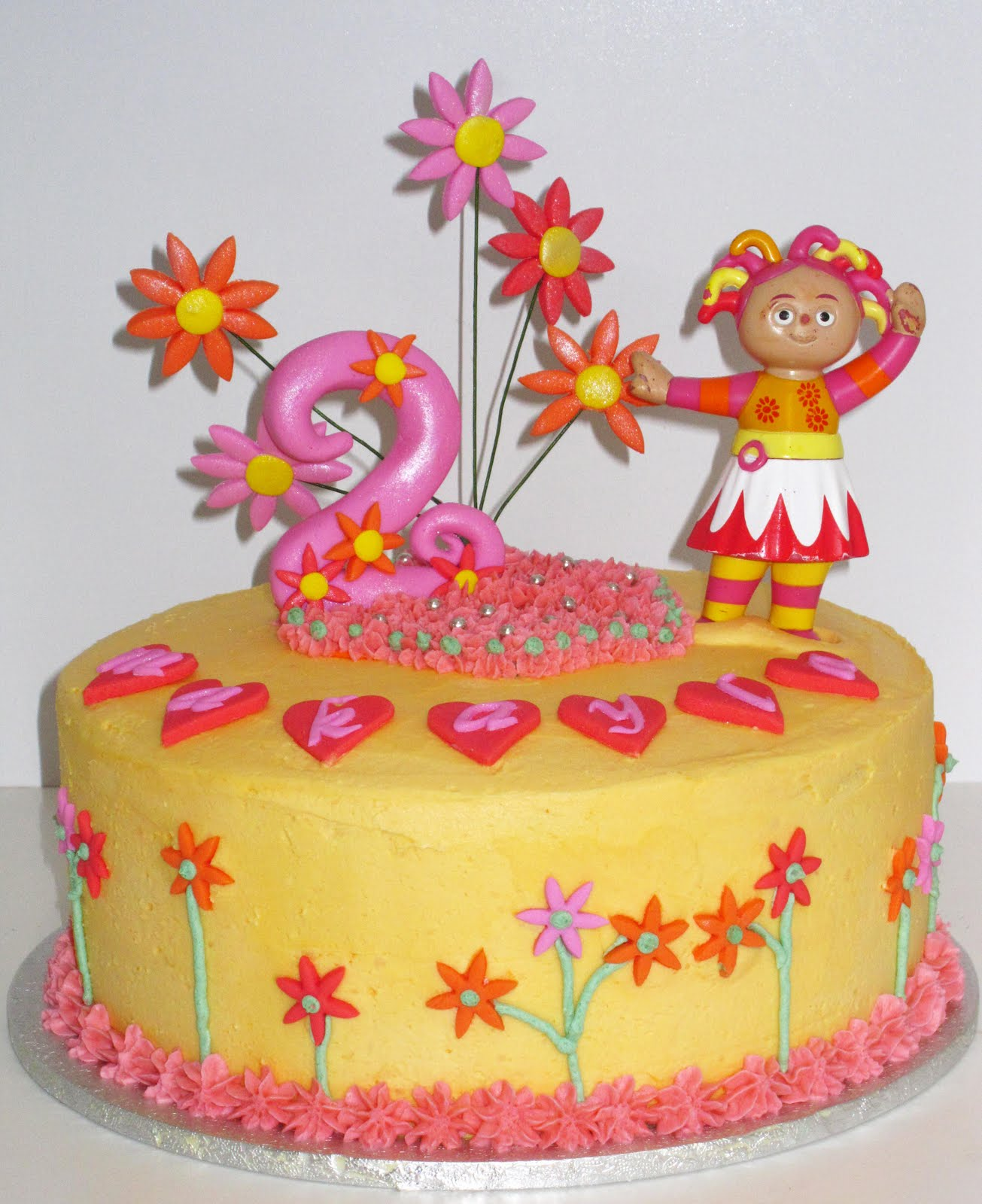 Upsy Daisy Cake Decoration : CRAVINGS cakes cupcakes and cookies: Upsy Daisy Cake