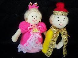 A6. Boneka Raja Ratu