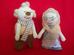 A4. Boneka Kakek Nenek