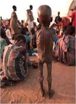 http://3.bp.blogspot.com/_nwIf8FMLXJY/S8i1nDFIi-I/AAAAAAAAAAM/j_F_ERxM-ns/s1600/criancas%2520na%2520somalia.jpg