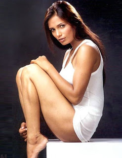 Naina Dhariwal Barefeet and looking sexy