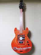 バドワイザー正規ライセンスのギター型CDプレーヤーです。