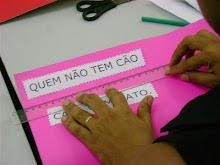 Materiais de alfabetização produzidos em oficinas de Liane Araújo