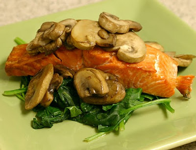 Broiled salmon with mushrooms and spinach