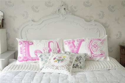 Beau Lifestyle: Love pillows from Lush designs