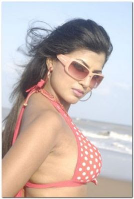 Arthi Puri clevage show in bikini Wet Bathing Masala Pics - South ...