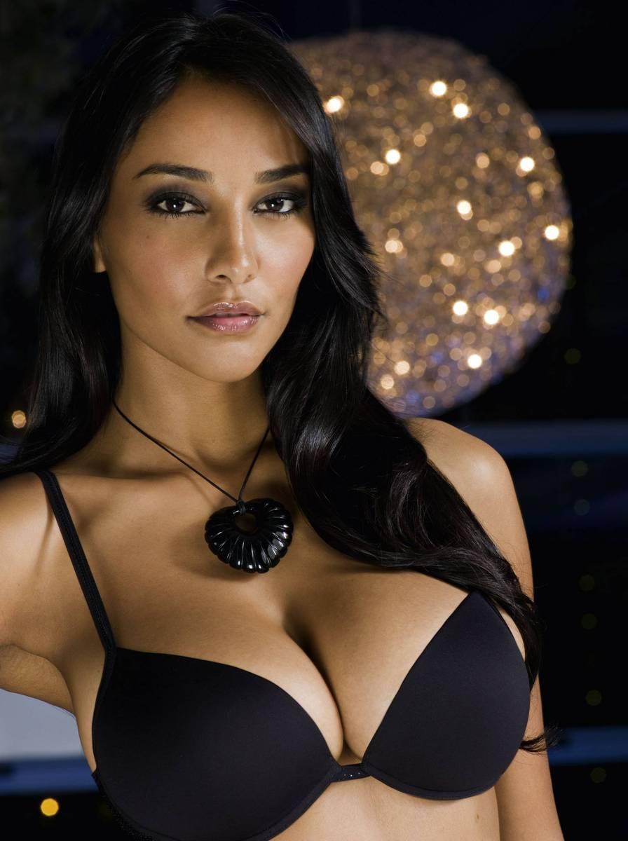 Big Breast Girls: Juliana Moreira