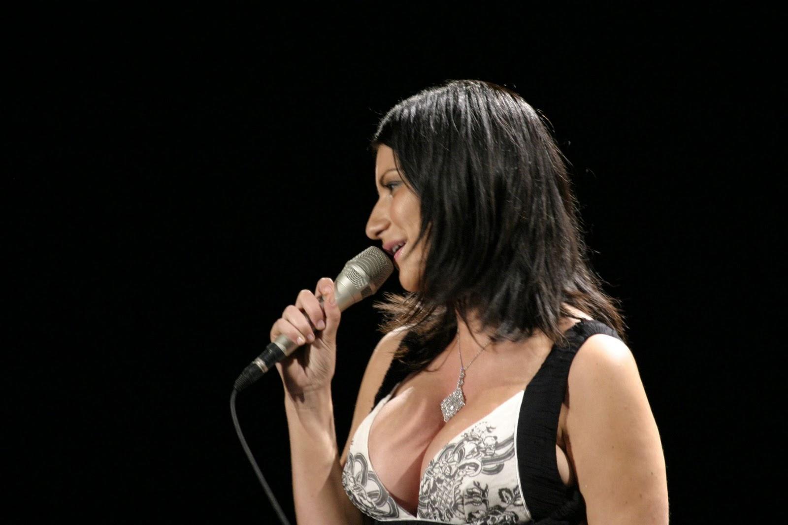 Big Breast Girls: Laura Pausini, real big natural breast.: bigbreastgirls.blogspot.com/2010/12/laura-pausini-real-big-natural...