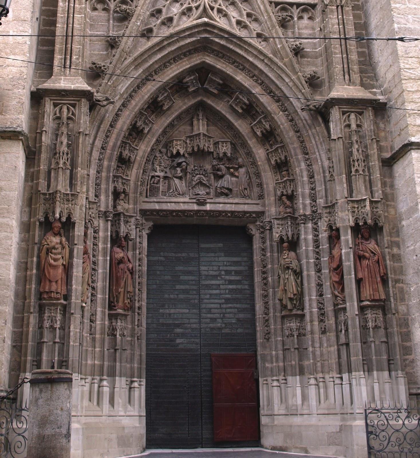 Sevilla daily photo la puerta del nacimiento for Puertas correderas sevilla