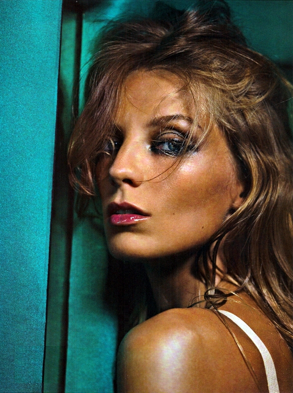 VOGUE Italia November 2010 - Daria Werbowy by Nathaniel Goldberg