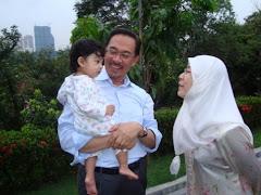 Anwar, isteri dan cucu