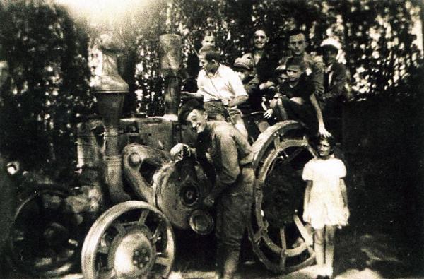 "Sânnicolau Mare - Tractor ""Buldog""(apartine prof. Liliana Micu)"