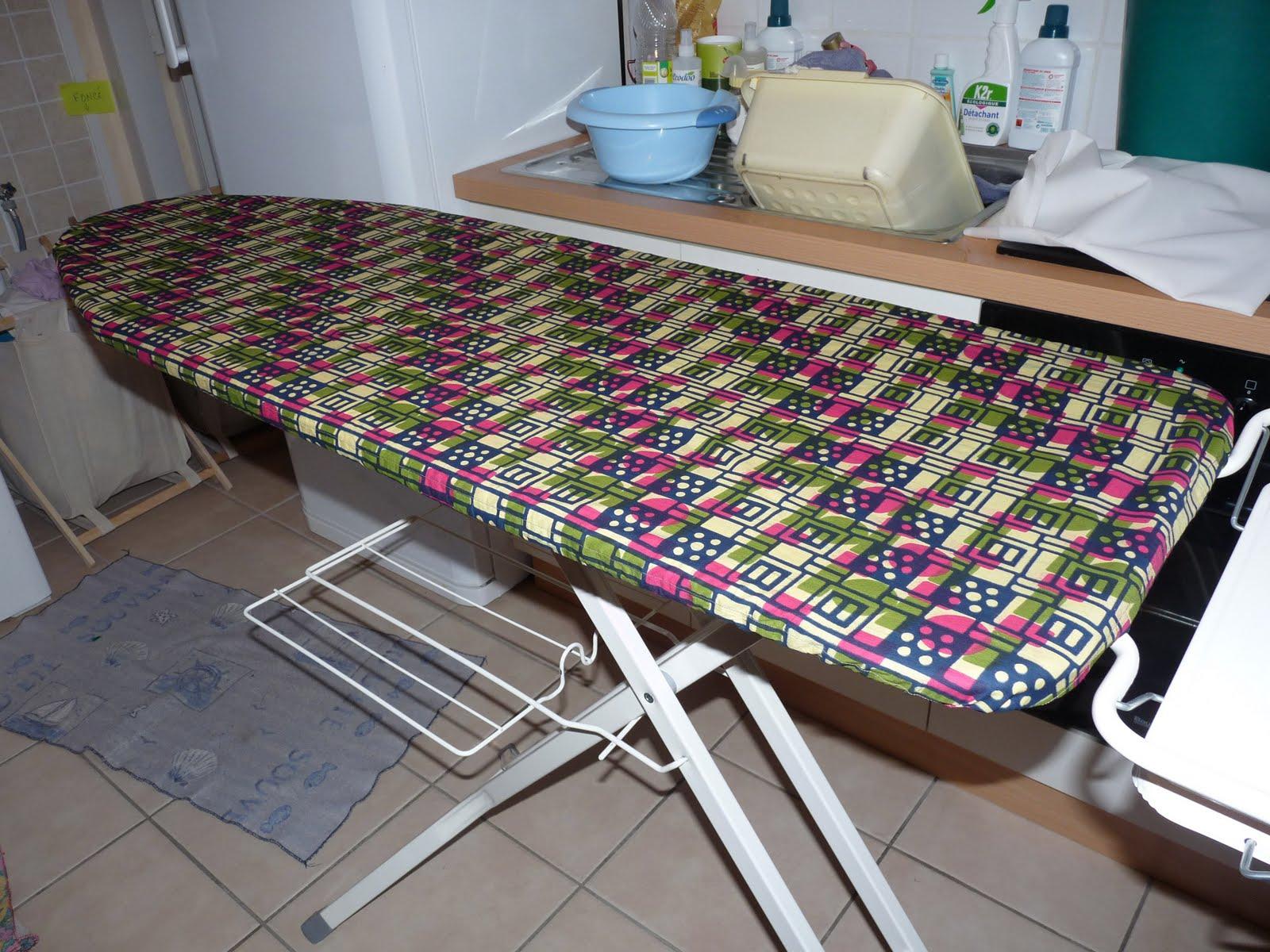 Une famille poitevine table repasser africanisante - Petite table a repasser ...