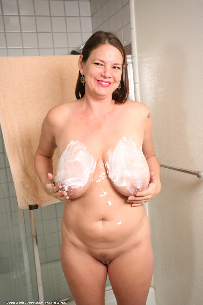 UK GRANNY ESCORT SHEILA VOGEL