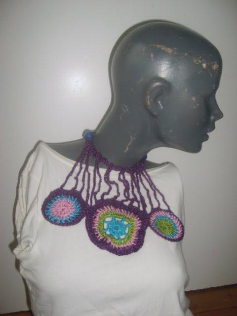 colgante violeta