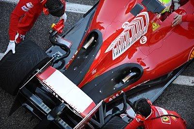 Ilustrando o tubo de escape, referente as regras e regulamentos da Formula 1 em 2014 - foto de guardrailf1.com