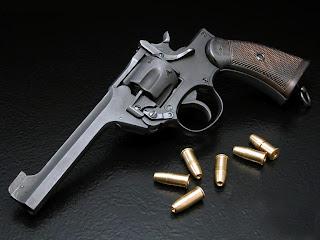 cutit pistol mitraliera