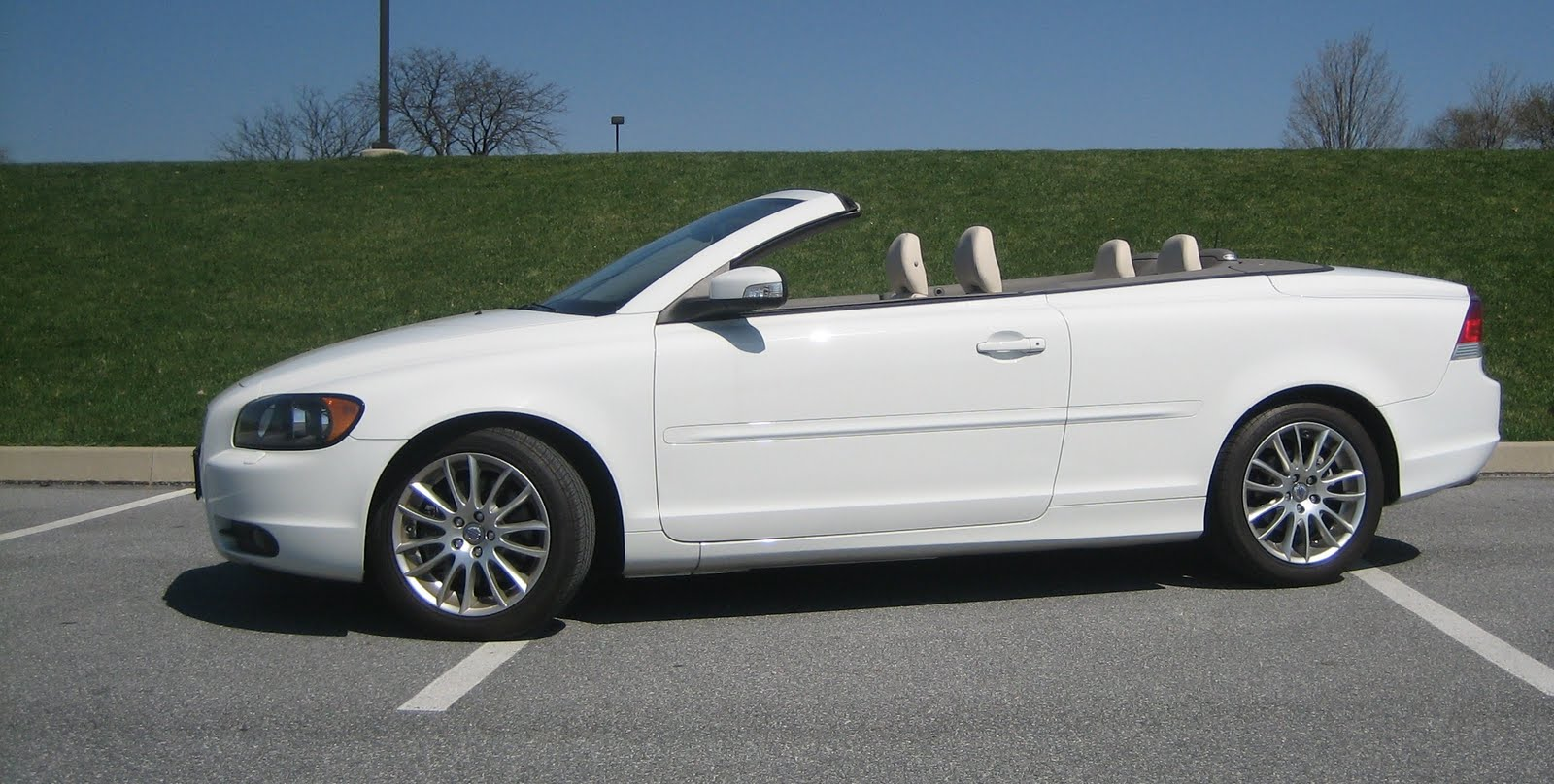 Lehman Volvo Cars: Win a Volvo C70 and support the LLS!