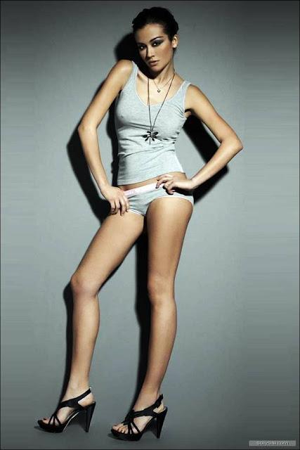 Giorgia Palmas  | Foto Gambar Seksi Model Dari Italia