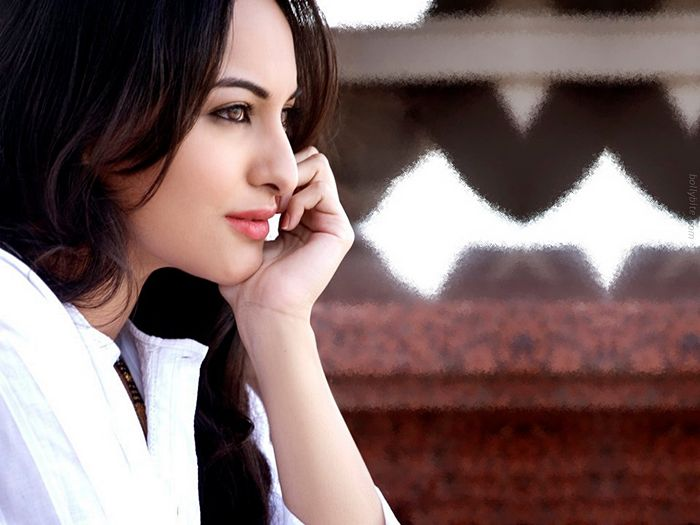 Pleasing Beauty  Sonakshi Sinha Gallery glamour images