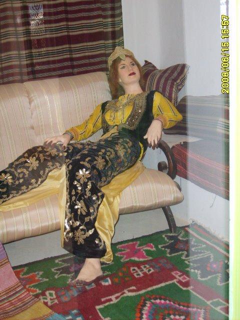 عادات تونس التقليدية من متحف جربة Vetements-traditionnel%2B(2)