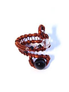 inel handmade din sarma de cupru, margele de nisip, perla de sticla, cristal de sticla