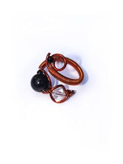 inel handmade din sarma de cupru, perla de sticla, margele de nisip, cristal de sticla
