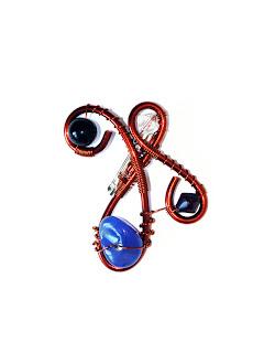 brosa handmade din sarma de cupru, cristale de sticla, agata albastra si perla de sticla