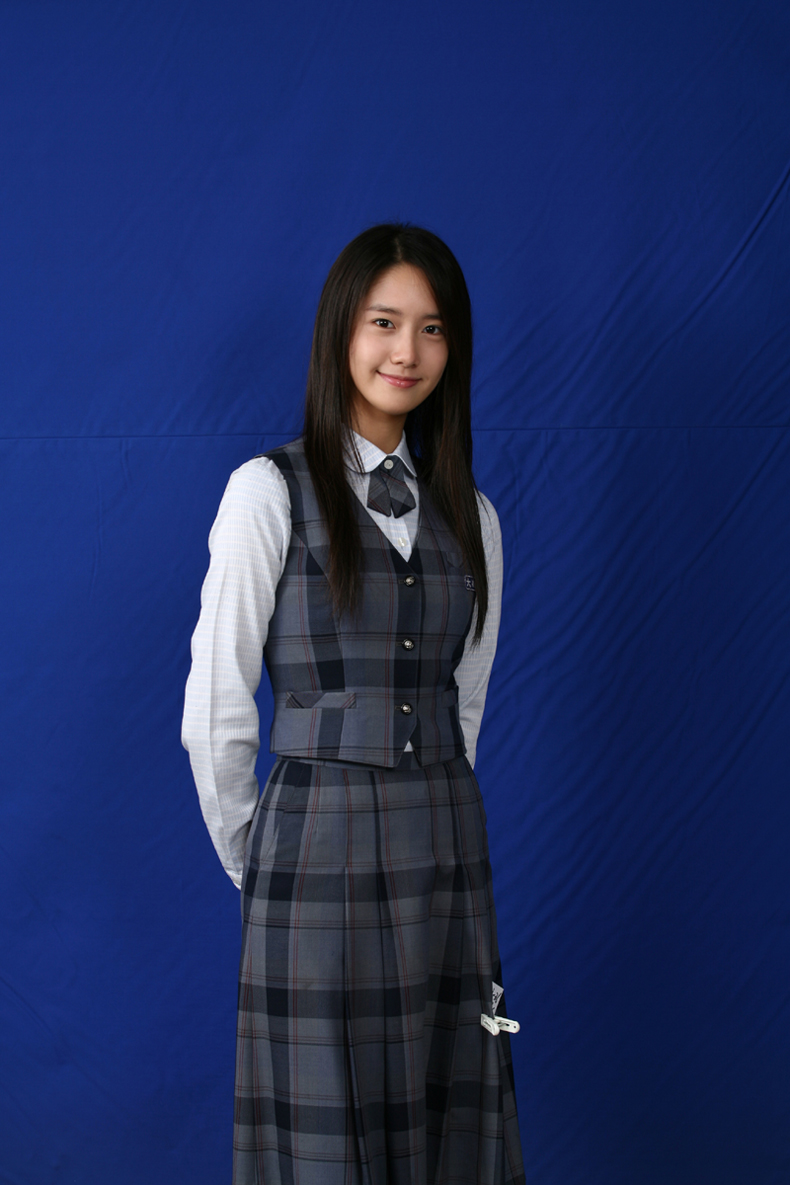 SNSD Yoona's HQ graduation photos revealed!