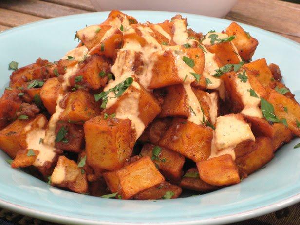 sauce in patatas bravas with pimenton sauce recipes dishmaps patatas ...