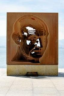 Escultura dedicada a José Hierro en el muelle Calderón de la Bahía de Santander - Gema Soldevilla
